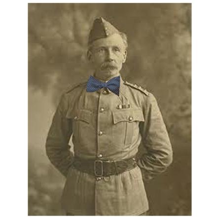 colonel noeud papillon
