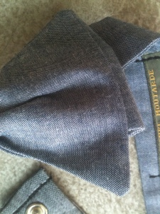 detail noeud papillon en jean